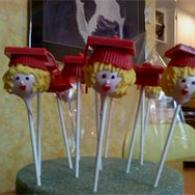 Cake pops for graduation celebrations will be a unique addition to the refreshment table.